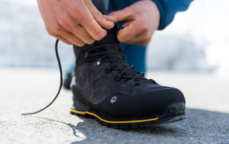 wiązanie butów górskich