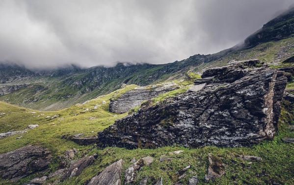 Góry Fogaraskie – czy warto odwiedzić rumuńskie szlaki? Czym zaskoczy nas najwyższe pasmo Rumunii?