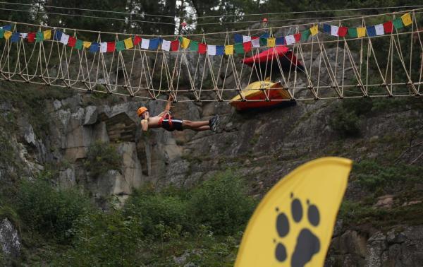Himalaya Base Camp - szkolenia, pokazy i spanie na ścianie!