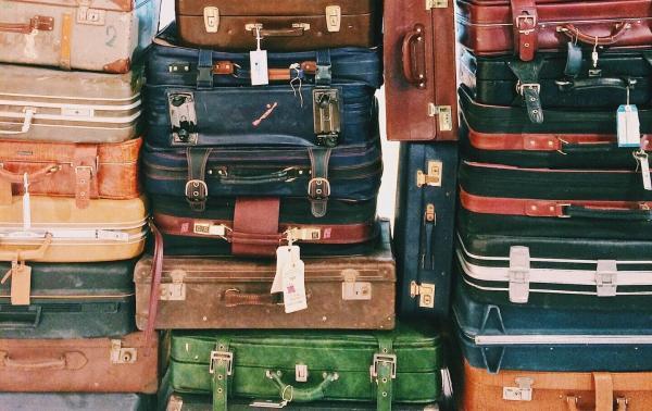 5 praktycznych porad, jak wybrać dobrą walizkę i torbę podróżną