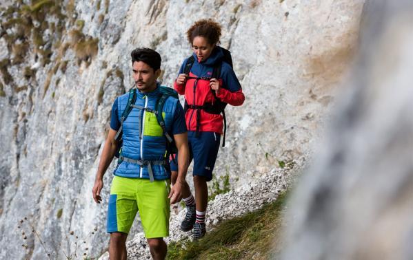 Jak się ubrać w góry latem? Podstawowe zasady doboru letniego stroju w góry