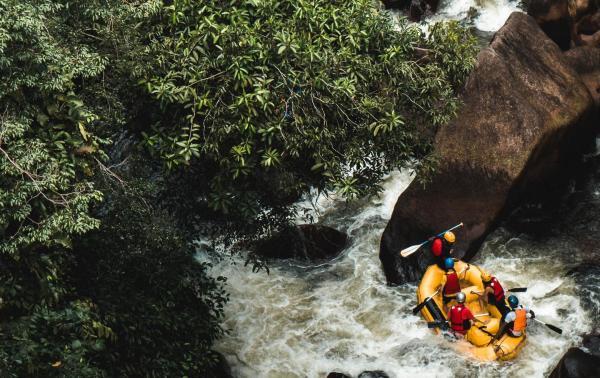 Spływy pontonowe – jak się do nich przygotować? Rafting w praktyce