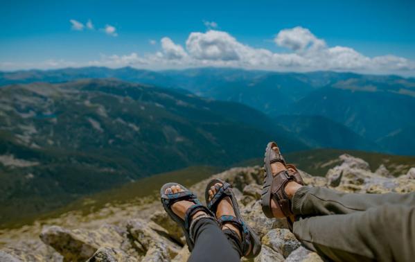 Sandały trekkingowe – lekkie, wygodne i sportowe obuwie na górskie wędrówki
