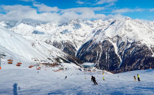 Najpopularniejsze sporty zimowe, które warto uprawiać w Polsce