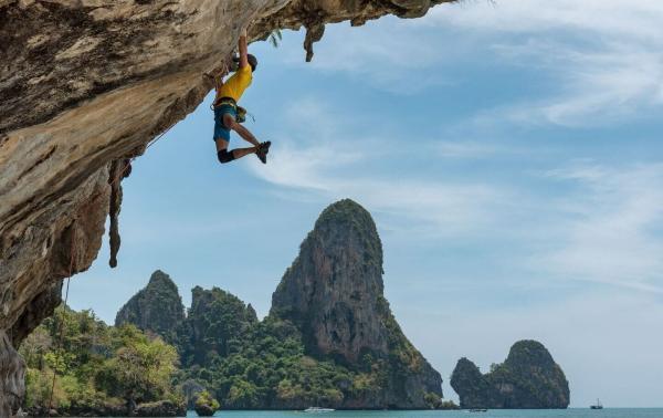 Rodzaje wspinaczki: skałkowa, sportowa, bouldering i free solo. Kilka słów o technice i niezbędnym sprzęcie wspinaczkowym