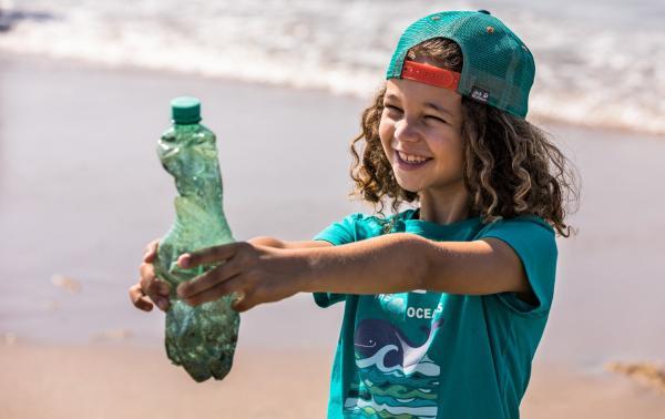 Daj drugie życie plastikowi – koszulki Jack Wolfskin powstające z odpadów wyłowionych z Morza Śródziemnego