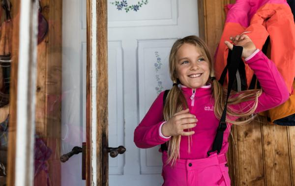 Wybieramy odpowiednią odzież dziecięcą na zimę: nieprzemakalne, ocieplone i wiatroszczelne. Poznaj dziecięce kurtki, bluzy i spodnie narciarskie